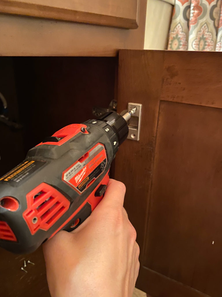 Removing Hardware from Cabinet Before Painting It